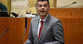Cuanto más se olvida Rajoy de la región, el PP de Extremadura le aplaude con más fuerza.